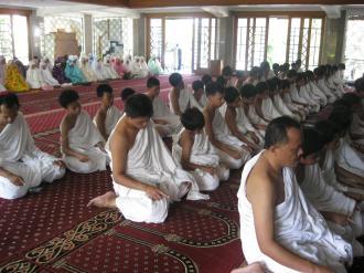 Sholat di masjid Nabawi